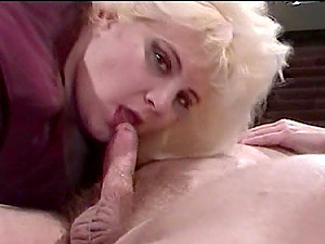 Eeating out his fat blonde wifey,fucking her and getting deep throated