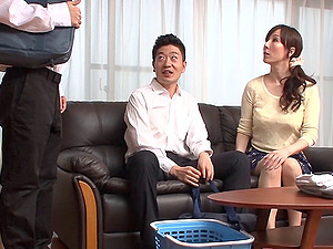 Japanese Cougar with a ponytail gets penetrated passionately
