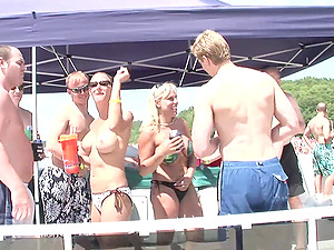 Bra-less swimsuit honey on a soiree boat gives a hot lap dance