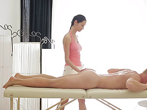 Sensuous masseuse rails a customer's man rod and makes is jizz hard