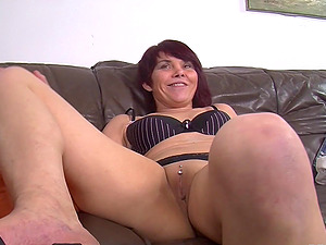 Brief haired cougar frigs and fucks her beaver with some playthings