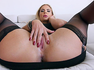 Sexy blonde Cougar has forms in all the right places and loves oral fuck-a-thon