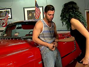 Nice bum sweetheart likes old-school cars and providing fellatios