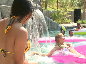 Blonde friends and black guys have a 4some by the pool