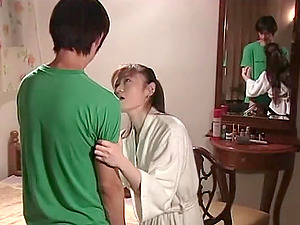 Japanese make-out makes him hard as a rock to fuck her