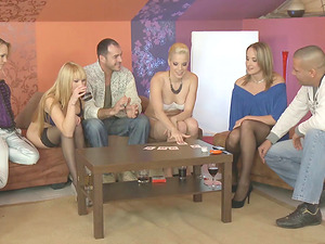 A group of friends embark the soiree that concludes up becoming an orgy