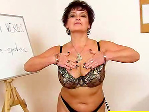 Chubby mature unexperienced fucks herself with her fuck stick