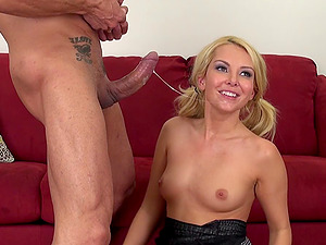Flamboyant blonde and her memorable time with the curvy dick