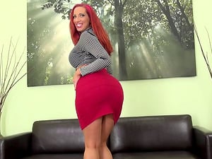 Curvy butt Kelly Divine wiggles it and fucks a fake penis