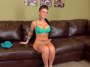 Live webcam demonstrate where Christy Mack drills her love fuck hole