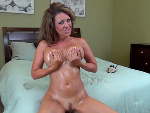 Horny Mummy sits on her fake penis and grinds her hips so she can jizz