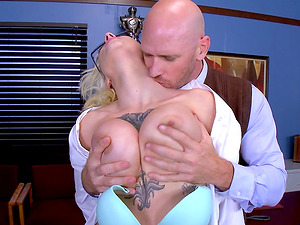 Big-boobed Harlow Harrison likes railing the schlong of her bald paramour