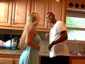 Supah fit black fellow picks up a milky cougar and fucks her brains out