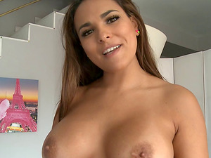 Brown-haired with a curvy assets has never liked the drilling this much!