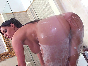 Bathroom bang-out with big-titted mummy juicing after a xxx thrust