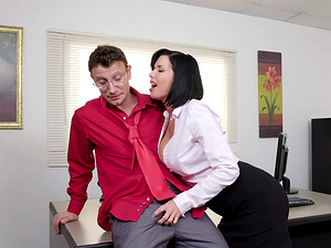 Mummy chief tempts her fresh employee and loves his big dick