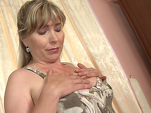 Big faux-cock makes its way into her beautiful mature vagina