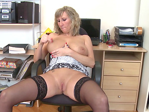 Sugary blonde cougar in stockings playing with her shaven love tube