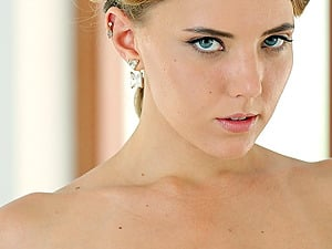 Drop dead gorgeous Katya Clover shows off her naked bod