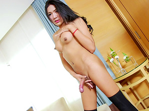 Tranny penis is gorgeous and it cums when she jacks off