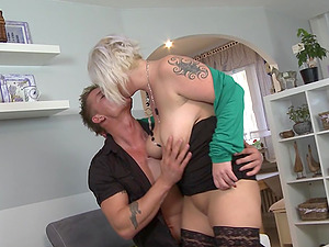 Fit man and the fat mature chick fucking lustily