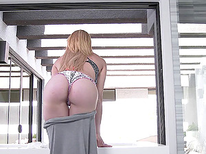 Freckled porno queen fucked while covered in slimy oil