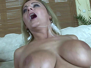 Mouth Fucked Blonde Mummy Lindsay Foxx Taking A Facial cumshot