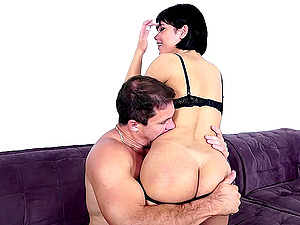 Short-haired shemale loves impaling herself on the rock-solid man rod