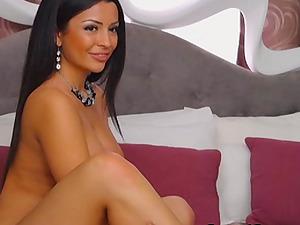 Hot Honey with Brilliant Figure Masterbates on Webcam