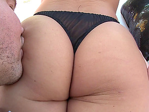 Anastasia knows that her arse looks ideal and wants to be penetrated