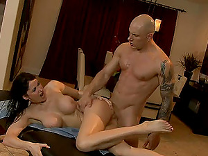 Eva is glad to lie down and let her vulva be drilled by the bald fellow