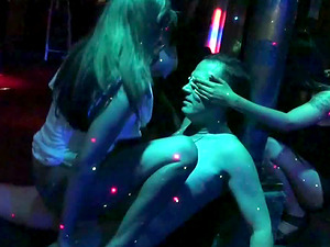 Stunning lookers love pleasing a massive rod in the club
