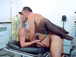 Brooke still adores the perceiving of having a man sausage inwards the vulva