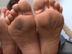 Sugary dolls like having their sexy feet slurped by a horny stud