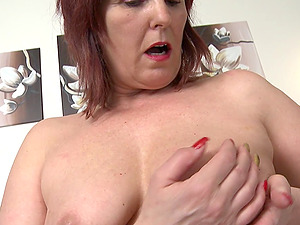 Ginger-haired mature slag slams a fuck stick in her running in rivulets raw twat
