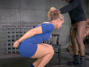 Gorgeous hump marionette Simone wants to make her master blessed