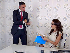 Brown-haired with big tits worked on gonzo in the office