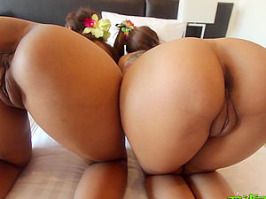 Sexy threesome in Thai beach motel with milky tourist and 2 beach honies