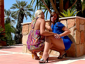 Intense Vulva Eating With Sexy Lesbo Stunners