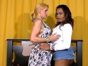 Dark-hued shemale seduced by a hot blonde chick with a man rod