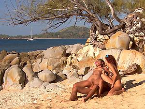 Sahara Knite wants to have a fine threesome on a beach
