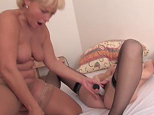 Mature stunner Rowanne tempts a hot blonde for a good girly-girl fuck
