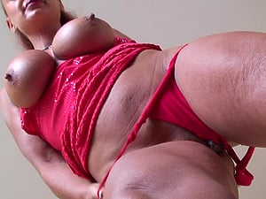 Fiona is a kinky mature woman who loves masturbating hard