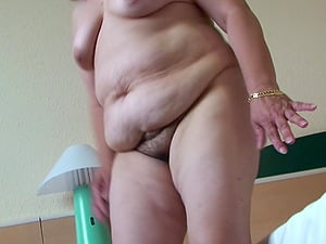 Mature woman Edina is in need of a good solo session