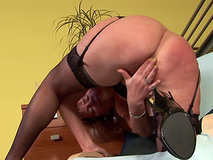Mature stunner Jana K. has a soaking humid crevasse that has to be packed
