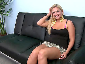 Big-titted blonde Arabella Noelle shows her jizz-shotgun sucking abilities