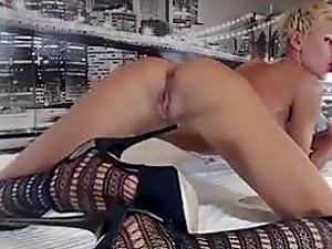 Stunning Webcam Damsel With Lengthy Gams