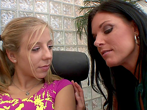 When undergarments goes down Chastity Lynn and India Summer have joy
