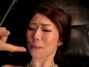 Kinky treatment for Japanese sugar Ayumi Shinoda that brings her joy