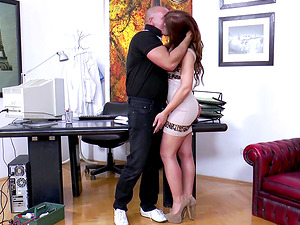 Hot biz woman Regina attacks a fellow for a quick fuck